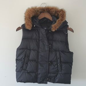 Gap puffy vest black with fur size small